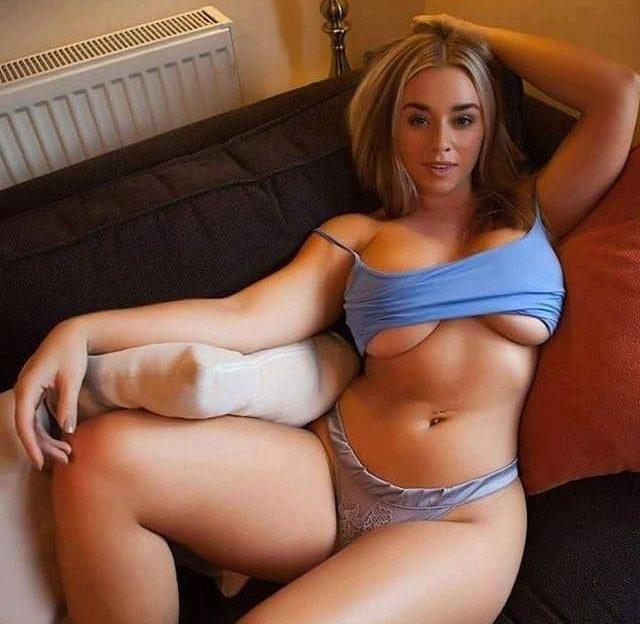 Das geile Tittenluder wartet auf Deinen Sexanruf