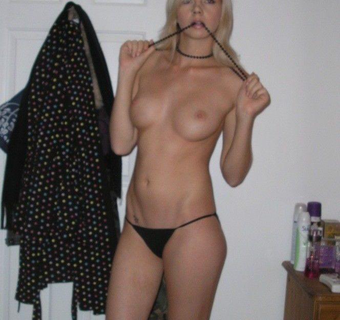 Ruf das blonde Amateur Girl an für einen geilen Fick am Telefon